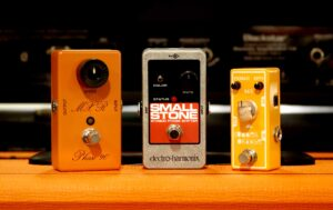 what does a phaser pedal do
